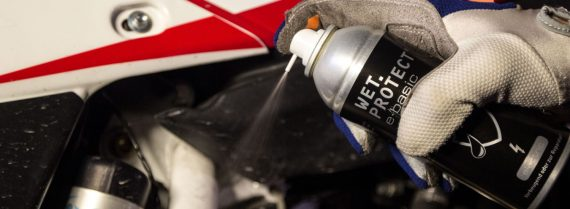 Wet-Protect-Slider_0004_Schutz-vor-Kurzschluss-Feuchtigkeit-Rost-Korrosion-Motorrad-1